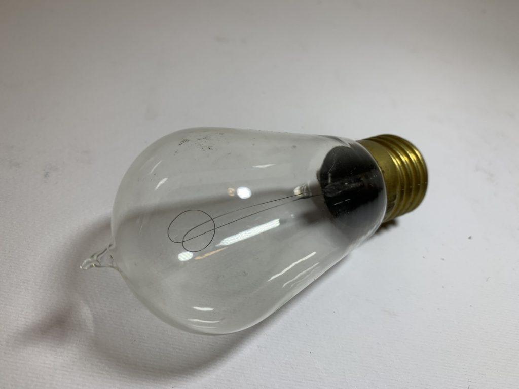 LIGHT BULB CON IL FILIAMENTO A CARBONIO (tipo 1) E TOP-PIP ANNI 20 l048
